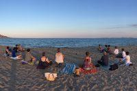 Minfulkit meditando playa.jpg